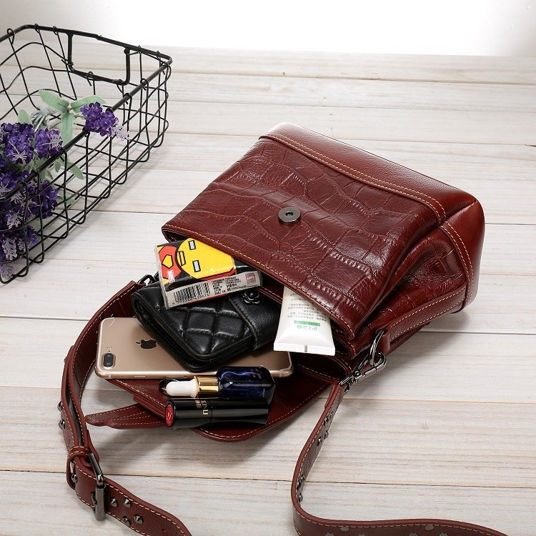 Women's leather handbag, cowhide fashion trend messenger bag. A649-1-5